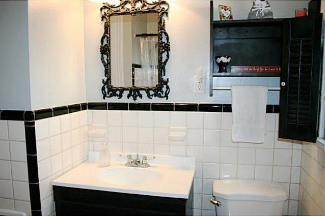 Retro Black White Bathrooms Lost In Austin