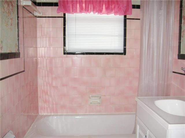 Pink bathroom okc edition lost in austin for Pink black bathroom ideas